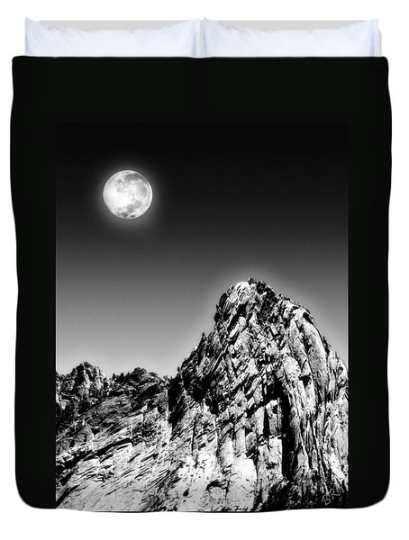 Full Moon Over The Suicide Rock Duvet Cover