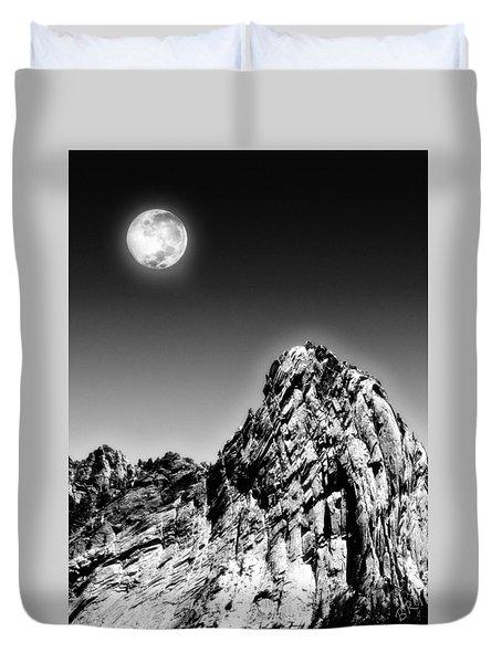 Full Moon Over The Suicide Rock Duvet Cover by Ben and Raisa Gertsberg