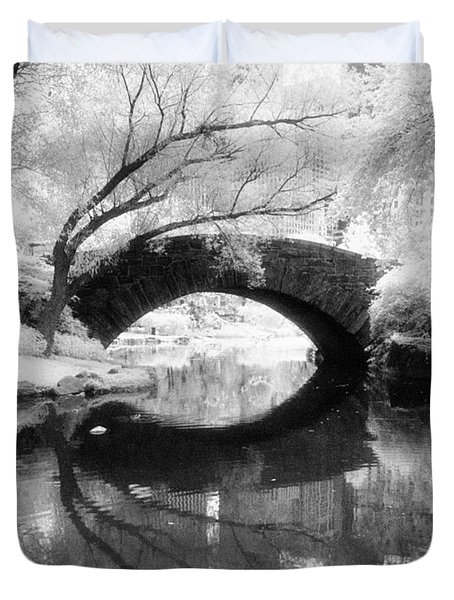 Central Park Photograph - Gapstow Bridge Vertical Duvet Cover