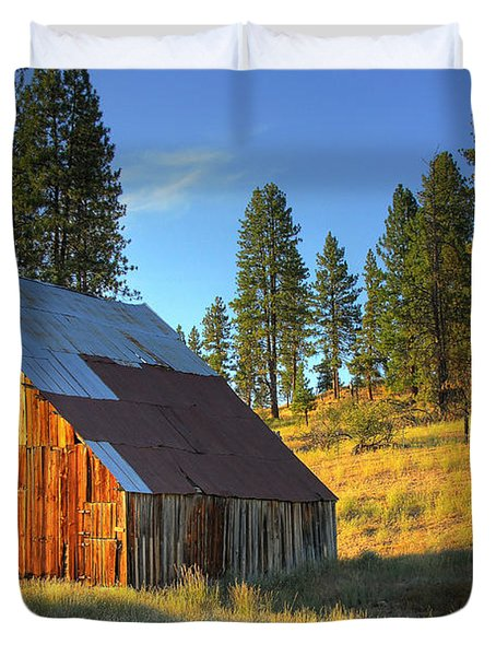 Duvet Cover featuring the photograph Garden Valley Barn by Sam Rosen