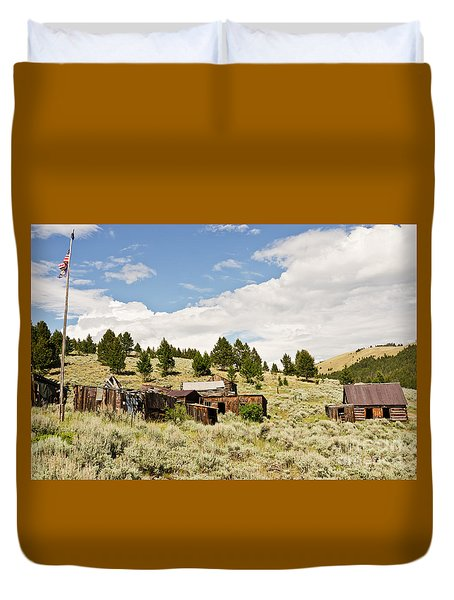 Ghost Town In Summer Duvet Cover by Sue Smith