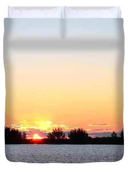 Duvet Cover featuring the photograph Glowing Sunset by Richard Zentner