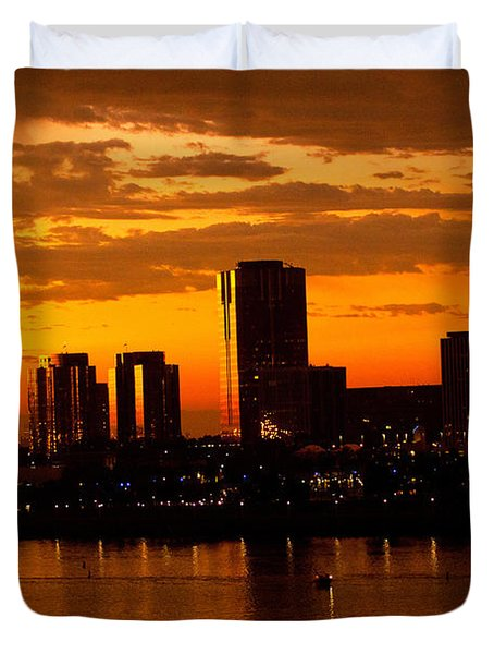 Golden Skys Cloak The Long Beach Skyline Duvet Cover
