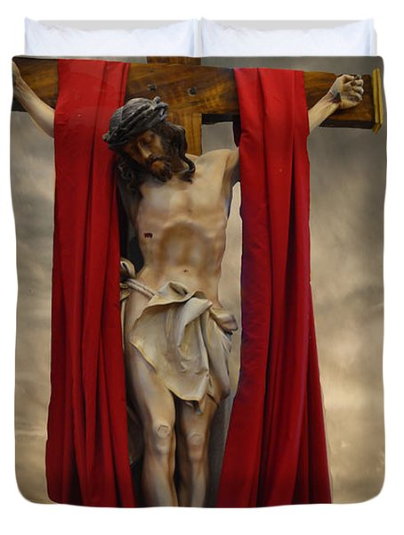 His Ultimate Gift Of Mercy - Jesus Christ Duvet Cover by Luther Fine Art