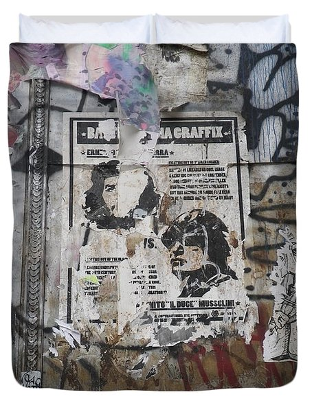 Graffiti In New York City Che Guevara Mussolini  Duvet Cover by Anna Ruzsan
