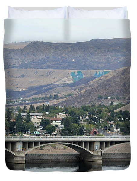 Duvet Cover featuring the photograph Grand Coulee Dam  by E Faithe Lester