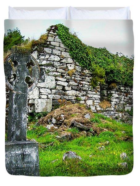 Graveyard And Church Ruins On Ireland's Mizen Peninsula Duvet Cover