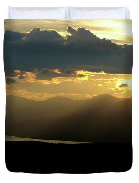 Duvet Cover featuring the photograph Great Divide Light by Jeremy Rhoades