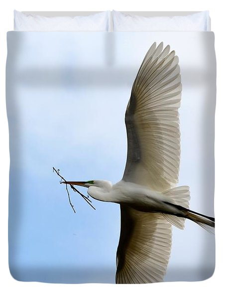 Great Egret In Flight Duvet Cover