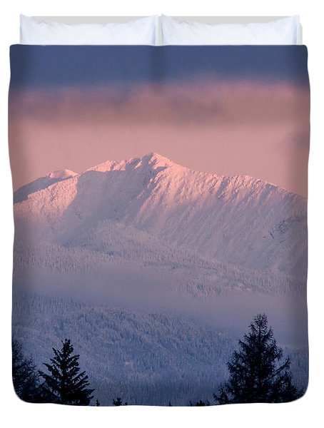 Duvet Cover featuring the photograph Great Northern by Jack Bell