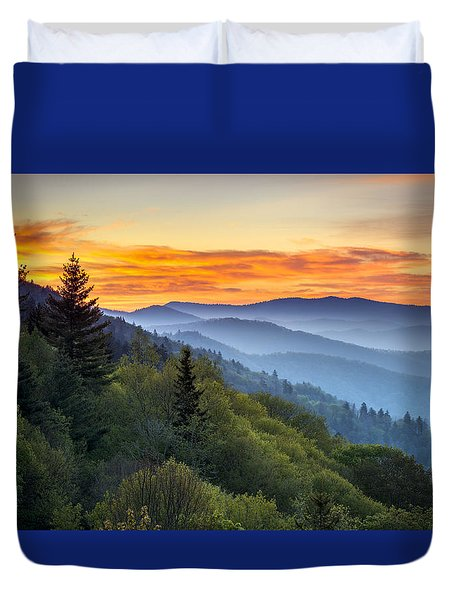 Great Smoky Mountains National Park - Morning Haze At Oconaluftee Duvet Cover by Dave Allen