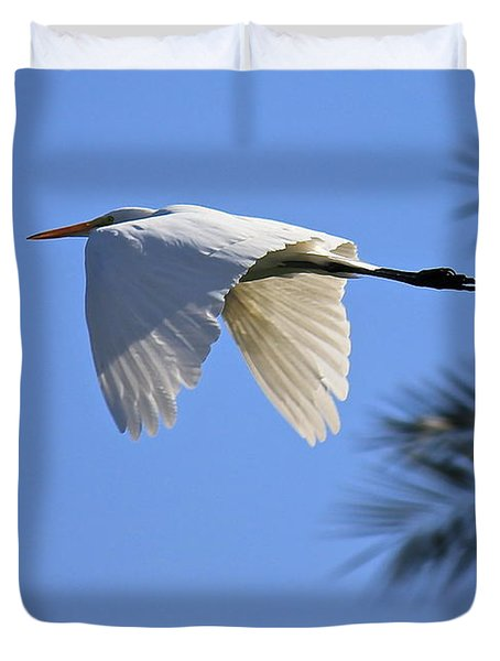 Duvet Cover featuring the photograph Great White In Flight by Penny Meyers