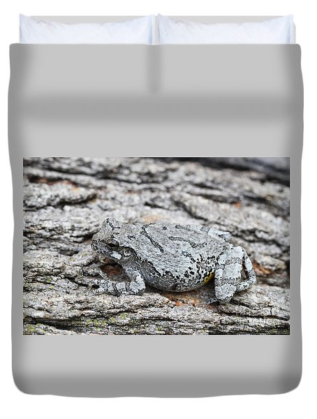 Duvet Cover featuring the photograph Cope's Gray Tree Frog by Judy Whitton