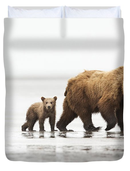 Grizzly Bear Mother And Cubs Lake Clark Duvet Cover