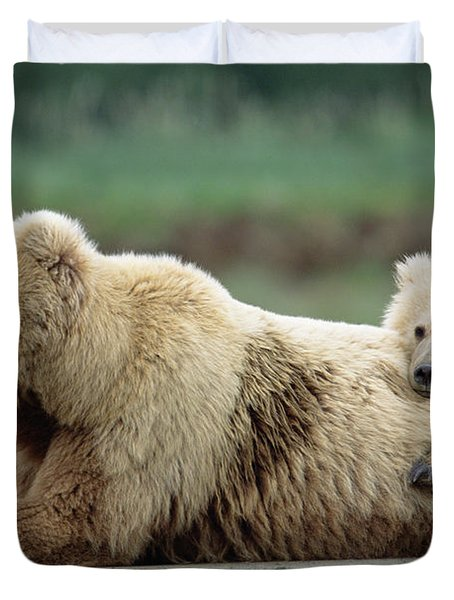Grizzly Mother And Son Duvet Cover
