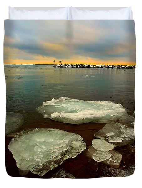 Duvet Cover featuring the photograph Hanging On by Amanda Stadther
