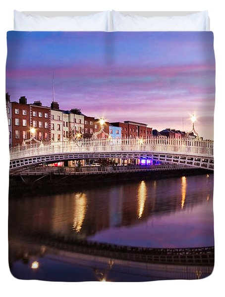 Duvet Cover featuring the photograph Hapenny Bridge At Dawn - Dublin by Barry O Carroll