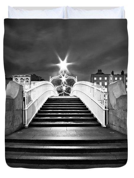 Ha'penny Bridge Steps At Night - Dublin - Black And White Duvet Cover