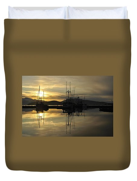 Duvet Cover featuring the photograph Harbor Sunset by Cathy Mahnke