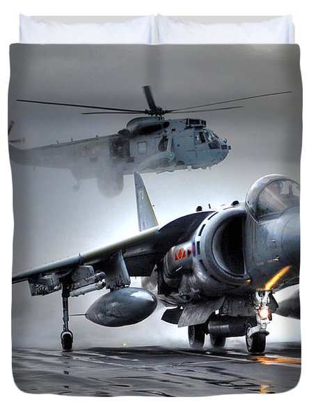 Harrier Gr9 Takes Off From Hms Ark Royal For The Very Last Time Duvet Cover by Paul Fearn