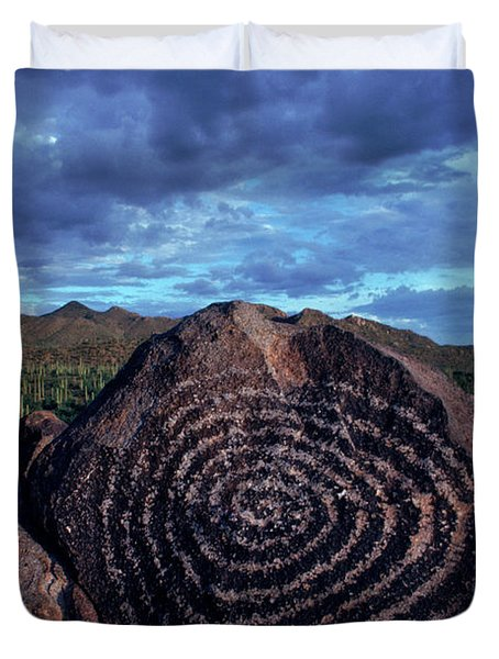 Hohokam Petroglyph In The Saguaro Duvet Cover