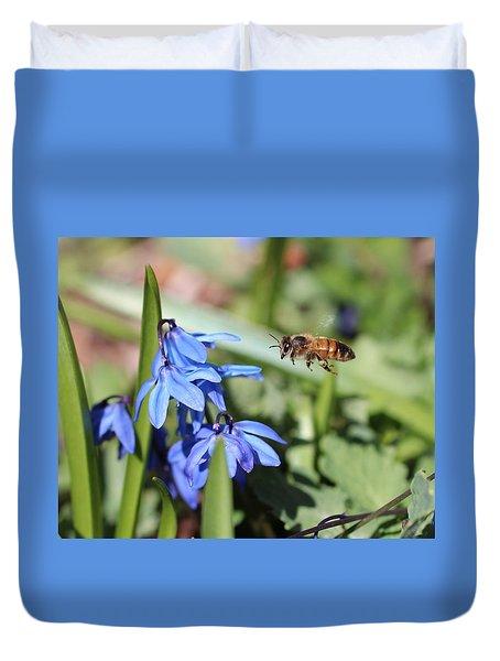 Honeybee In Flight Duvet Cover
