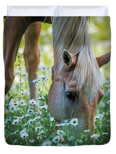 Horse And Daisies Duvet Cover