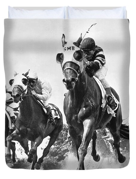 Horse Racing At Belmont Park Duvet Cover by Underwood Archives