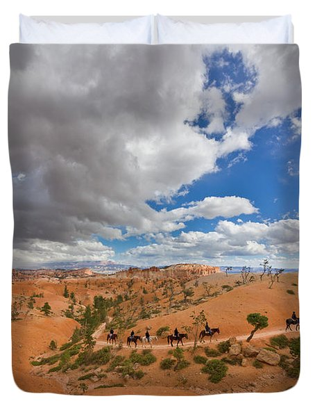 Horseback Riders On Trail Bryce Canyon Duvet Cover
