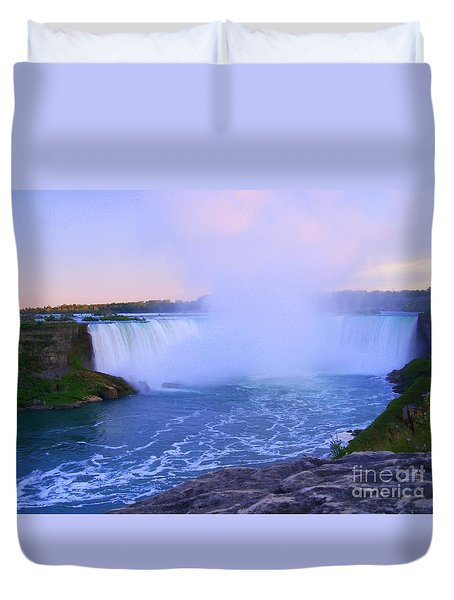 Horseshoe Falls Sunset In The Summer Duvet Cover by Lingfai Leung