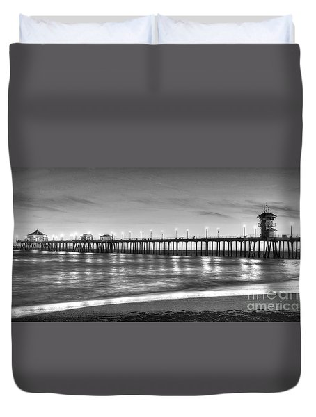 Huntington Beach Pier Twilight - Black And White Duvet Cover