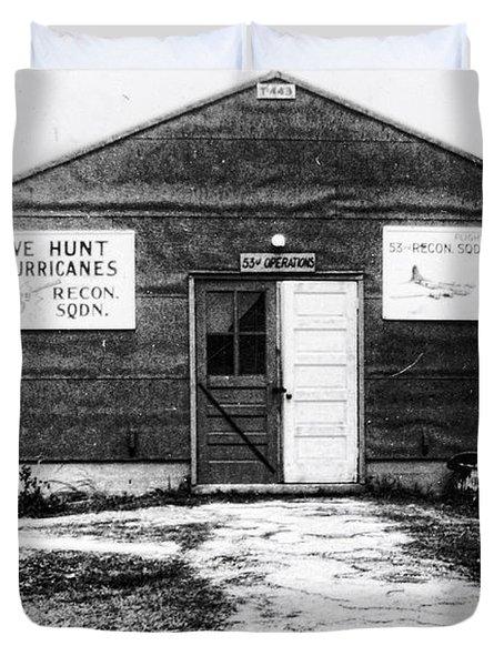 Hurricane Hunters Outbuilding In Alaska Duvet Cover by Vizual Studio