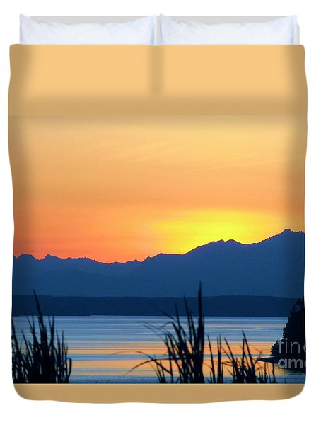 Duvet Cover featuring the photograph I Like To Color by Chris Anderson