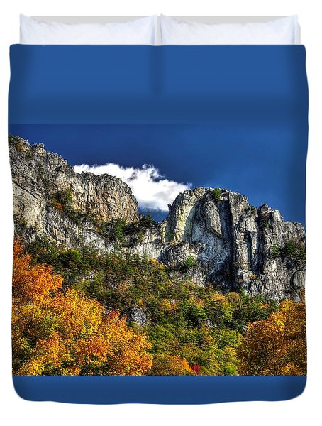 Imposing Seneca Rocks - Seneca Rocks National Recreation Area Wv Autumn Mid-afternoon Duvet Cover