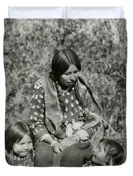 Duvet Cover featuring the photograph Indian Mother With Daughters by Charles Beeler