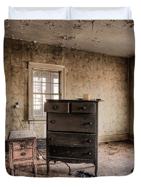 Inside Abandoned House Photos - Old Room - Life Long Gone Duvet Cover by Gary Heller
