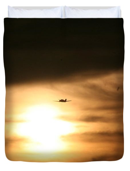 Duvet Cover featuring the photograph Into The Sun by David S Reynolds