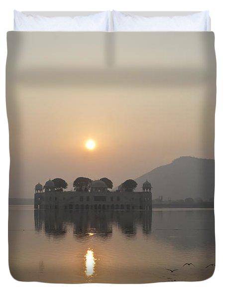 Jal Mahal In Sunrise Duvet Cover