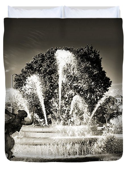 Jc Nichols Memorial Fountain Bw 1 Duvet Cover