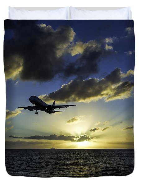 jetBlue landing at St. Maarten Duvet Cover