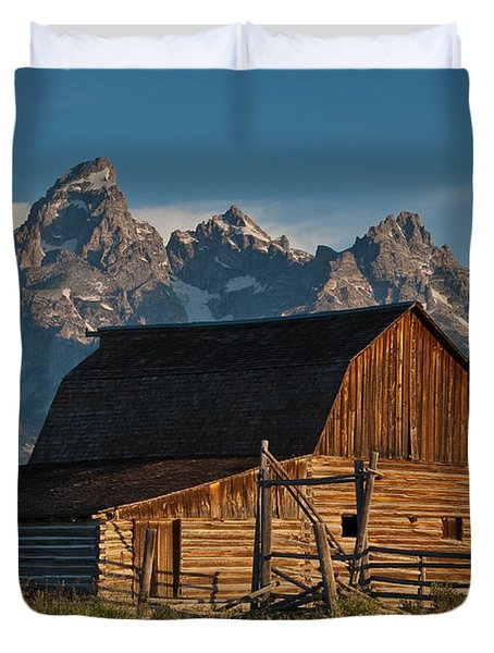 John And Bartha Moulton Barn Duvet Cover by Jeff Goulden
