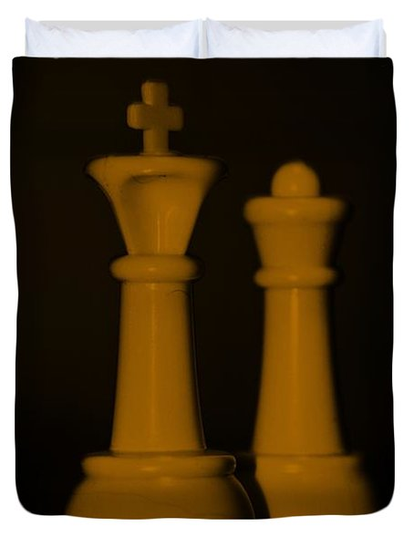 King And Queen In Orange Duvet Cover by Rob Hans