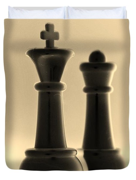 King And Queen In Sepia Duvet Cover by Rob Hans