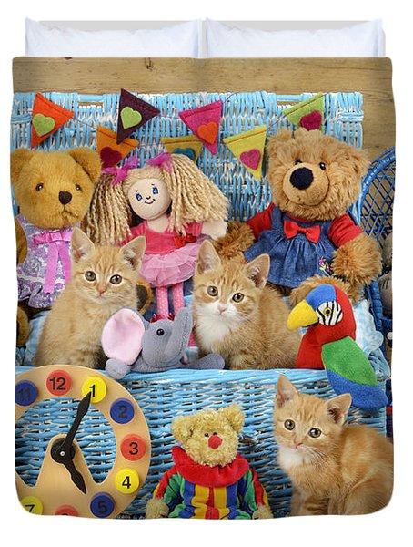 Kitten Dress Box Ck526 Duvet Cover by Greg Cuddiford