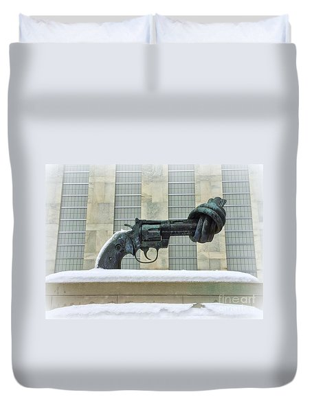 Knotted Gun Sculpture At The United Nations Duvet Cover