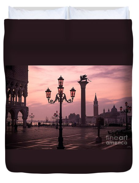 Lamppost Of Venice Duvet Cover