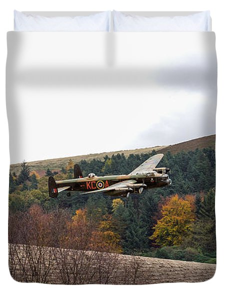 Lancaster Kc-a At The Derwent Dam Duvet Cover