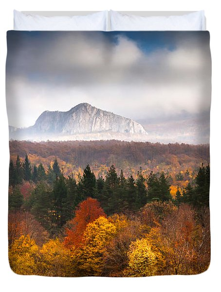Land Of Illusion Duvet Cover