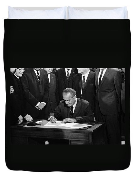 Lbj Signs Civil Rights Bill Duvet Cover