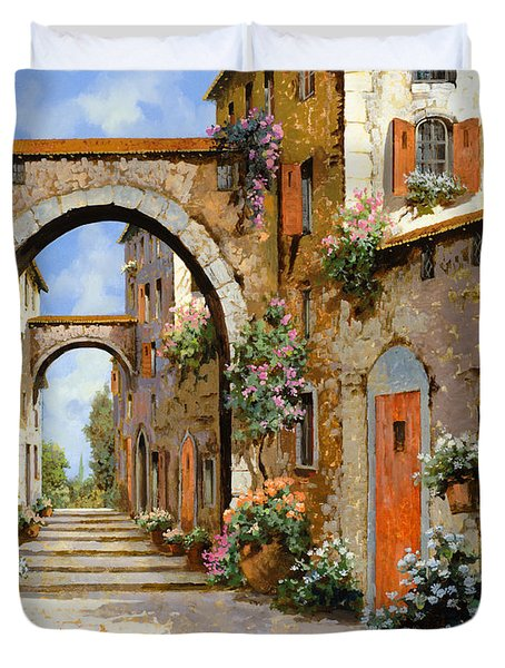 Le Porte Rosse Sulla Strada Duvet Cover